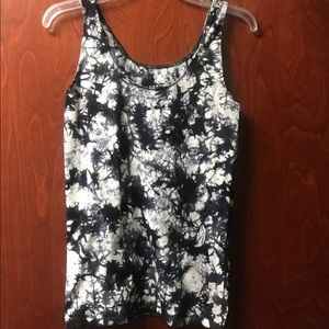 Rock and Republic Size Medium Fitted Tank Top